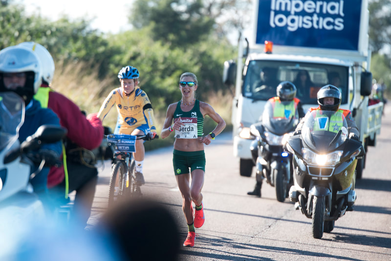 Gerda Steyn (RSA) on her way to winning and smashing the woman record at the 2019 Comrades Marathon that took place on 9 June 2019. Image: © BOOGS Photography / Andrew Mc Fadden