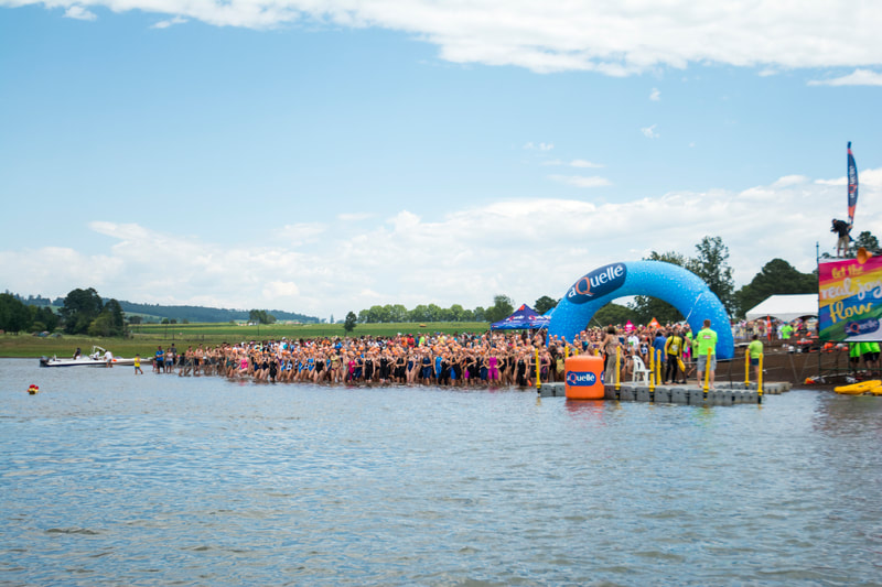 The Elite woman field, take to the water at the start of the 2016 Aquelle Midmar Mile, hosted at Midmar Dam. Photo: ©BOOGS Photography/Andrew Mc Fadden