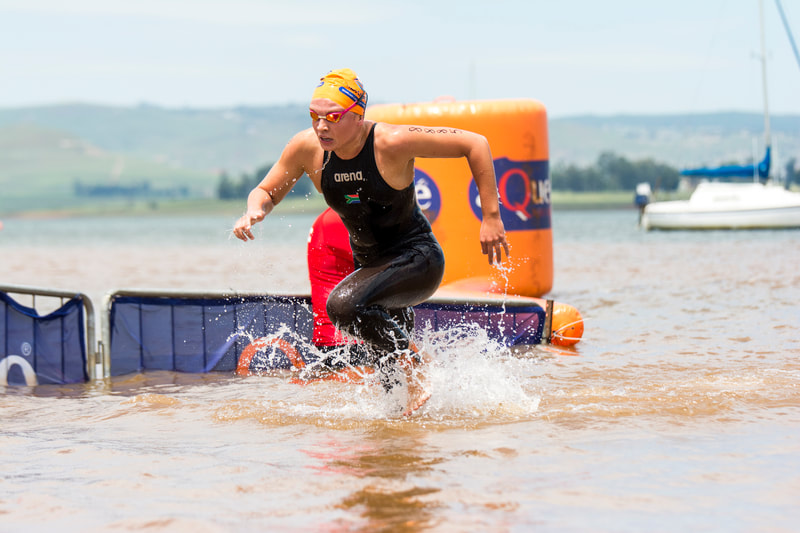 Michelle Weber sprints out the water to victory at the 2016 Aquelle Midmar Mile, hosted at Midmar Dam. Photo: ©BOOGS Photography/Andrew Mc Fadden